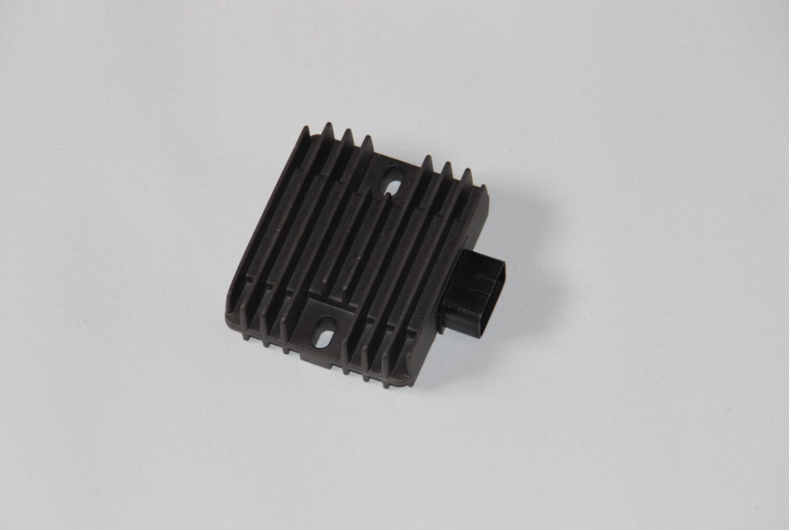 Regulátor dobíjení Suzuki GSR 600